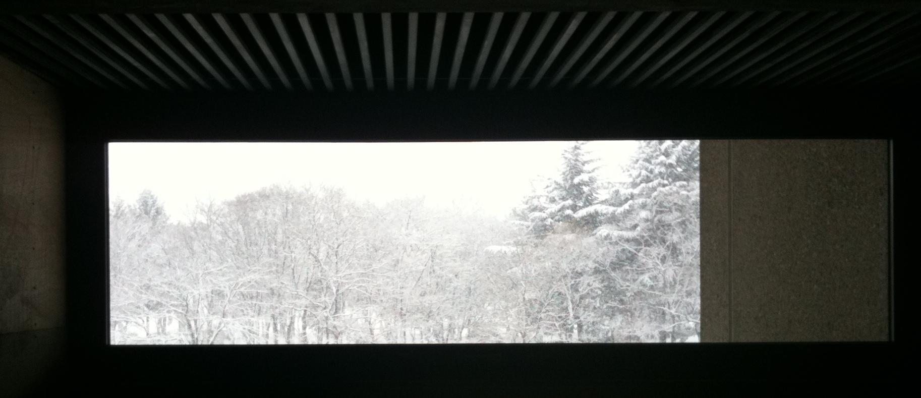 長野市立博物館の階段室より見た外の景色(2010年1月15日,大雪の日)