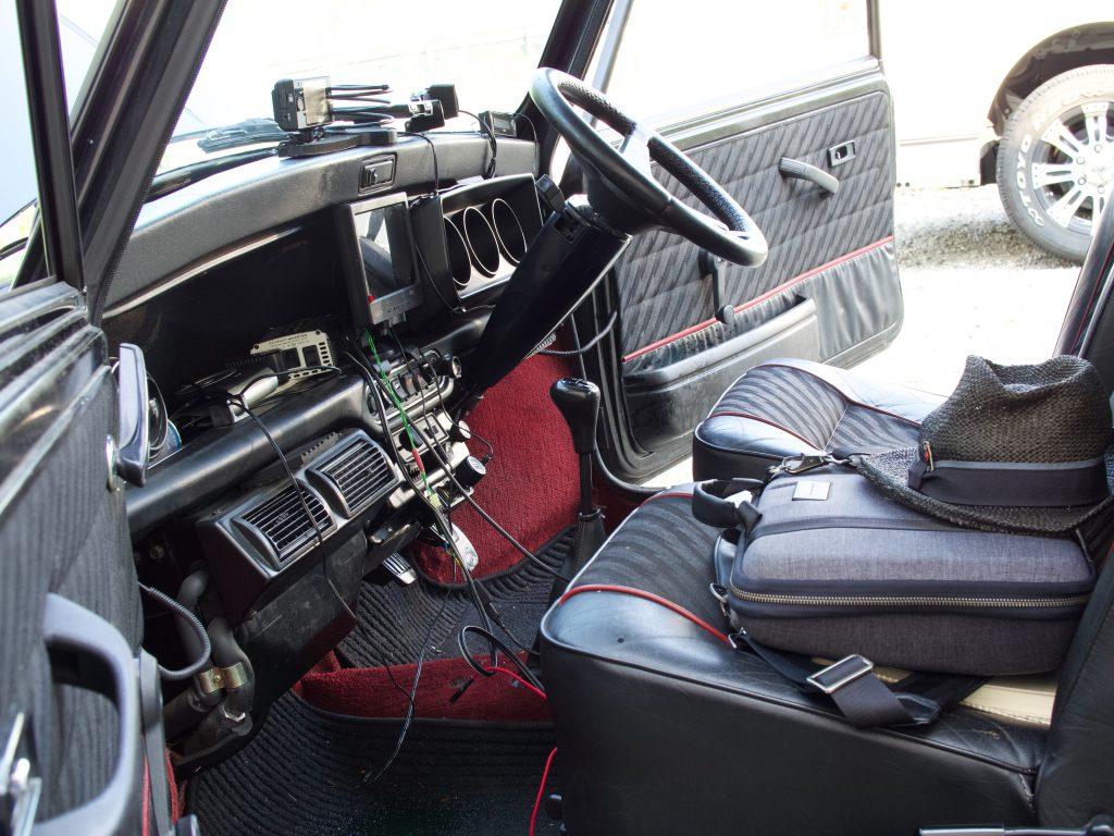 冷却水漏れを起こしたミニ車内を乾燥中